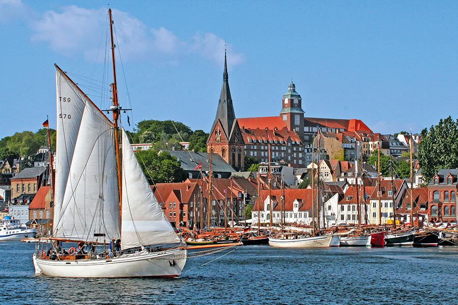Malerische Stadt am Hafen